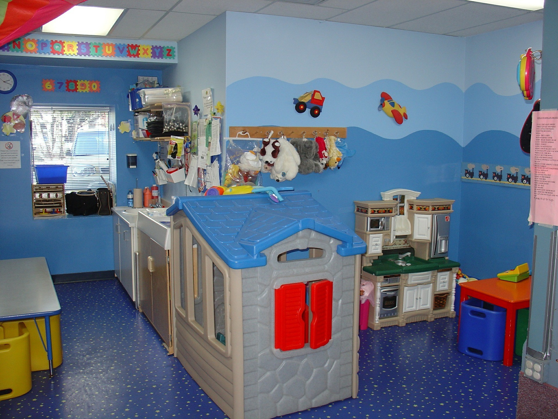 7 stunning kids playroom ideas – safe to play and learn